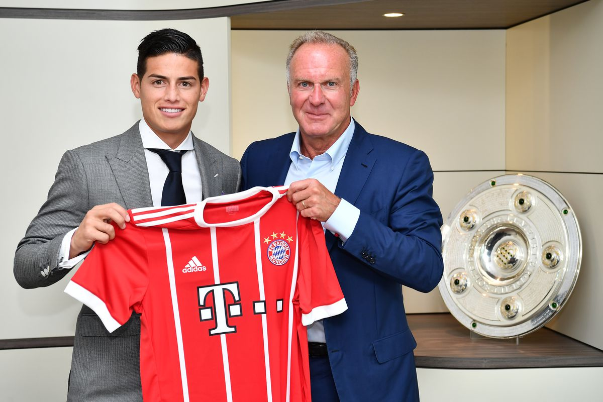 Rummenigge posing with James after he signed with Bayern.