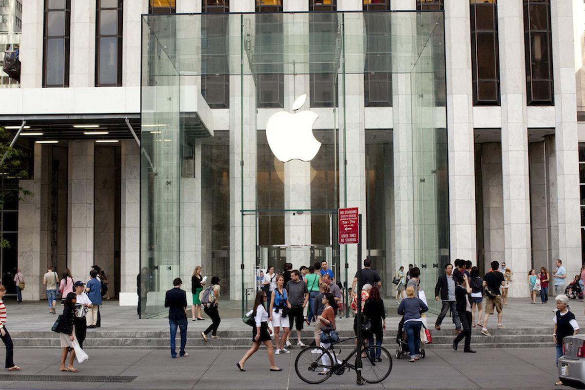 Apple Fifth Avenue. Photo by Brian Harkin.