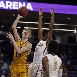 Loyola's Bennett Kwiecinski (15) shoots over St. Ignatius's Kolby Gilles (13) during their 56-46 win at Northwestern University in Evanston, Friday, February 8, 2019.   Kevin Tanaka/For the Sun Times