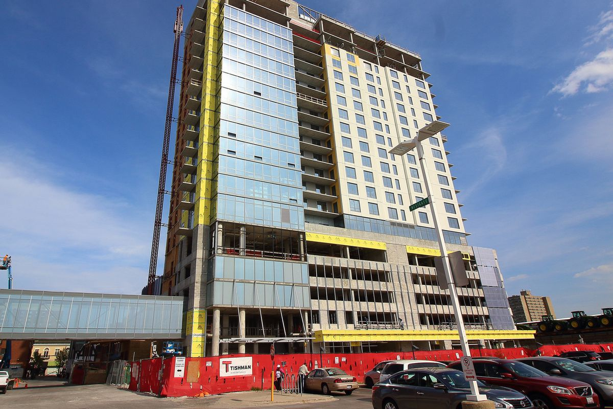 Oak Park's latest apartment high-rise tops out and gets a ...