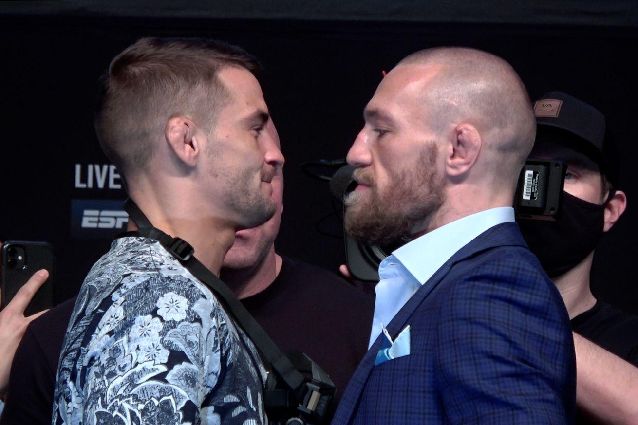 Dustin Poirier et Conor McGregor à la conférence de presse de l'UFC 257