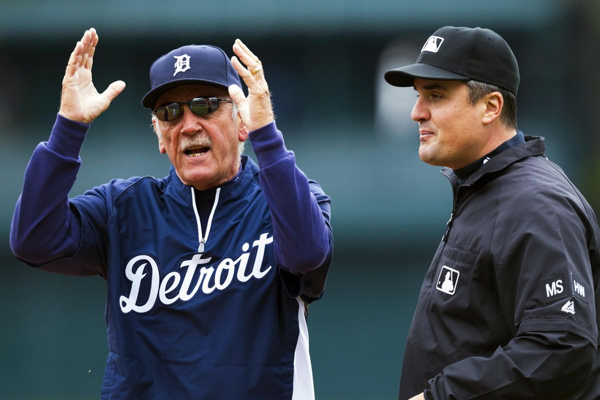Jim Leyland gives the Mariners a standing ovation