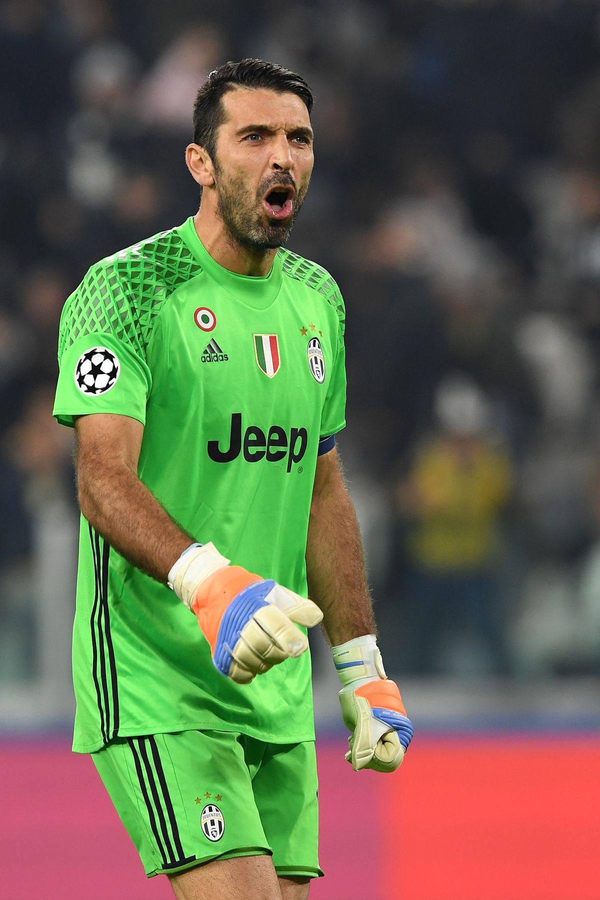 Juventus v Olympique Lyonnais - UEFA Champions League