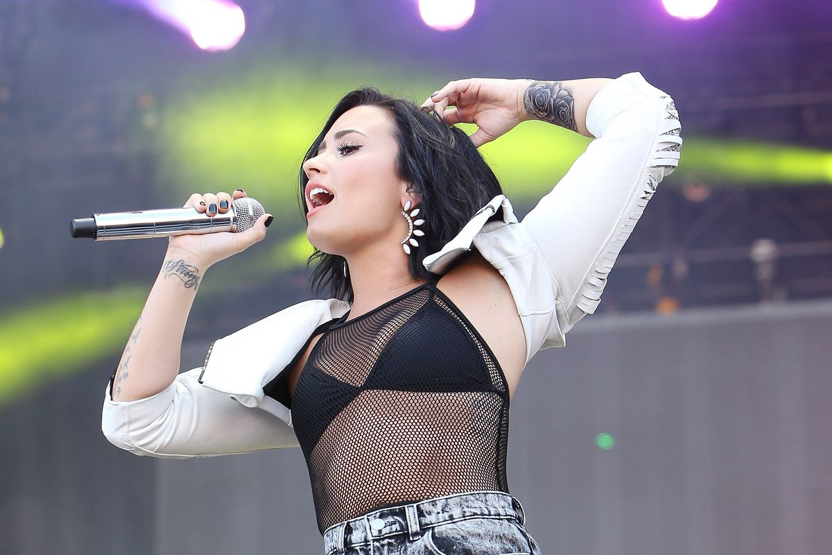 Demi Lovato Signs With Top Modeling Agency - Racked