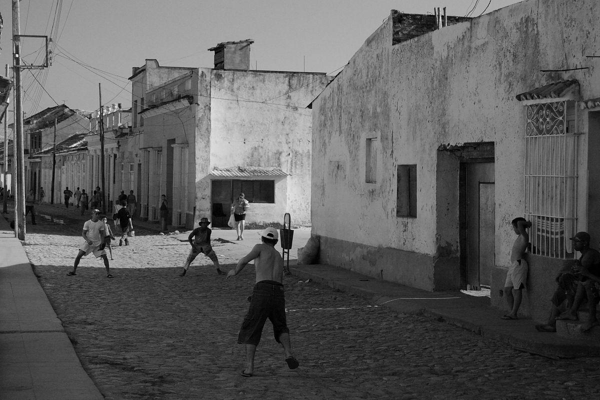 Cuban alleyway baseball game
