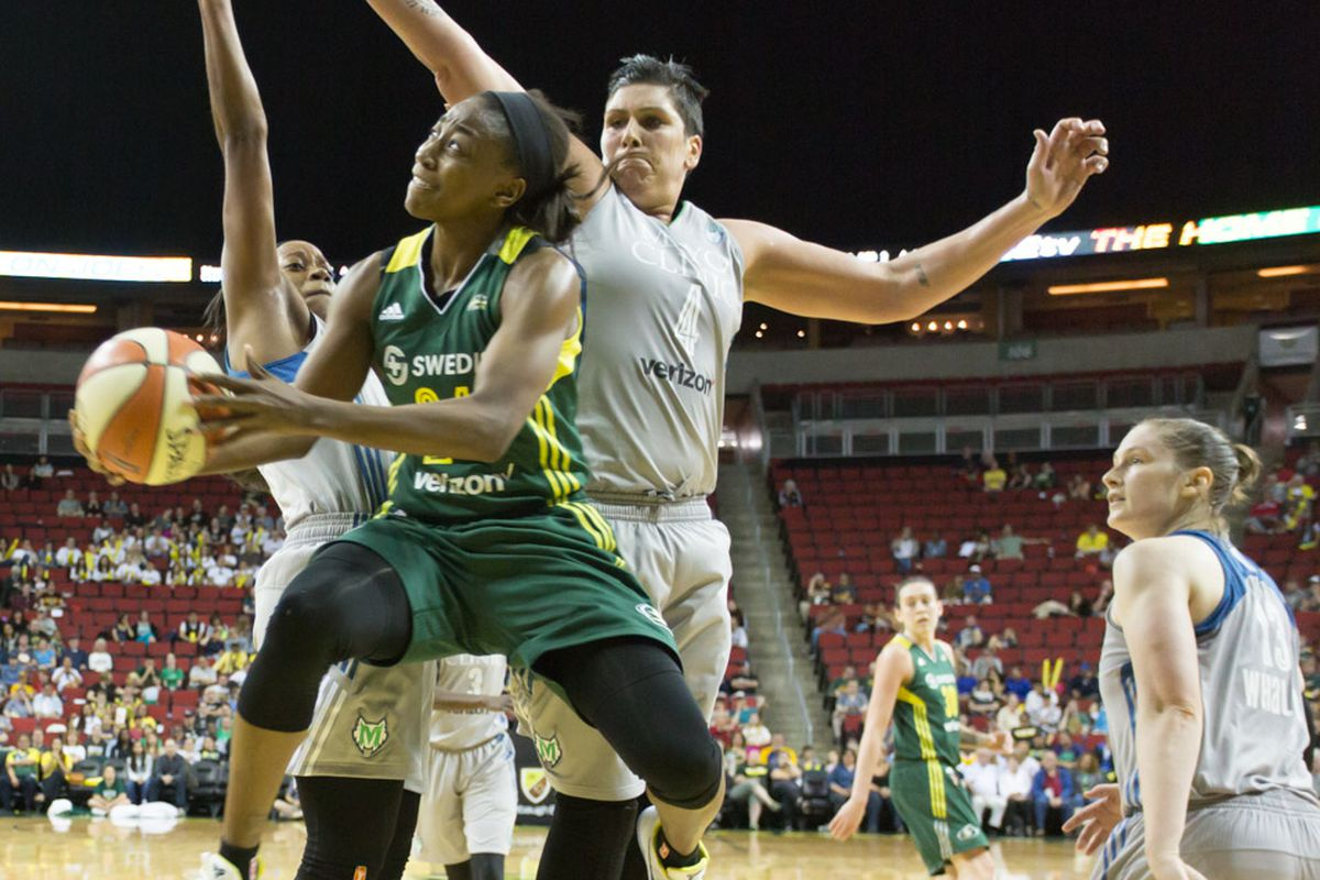 Jewell Loyd lays it up over two Lynx players as Lindsay Whalen can only look on.