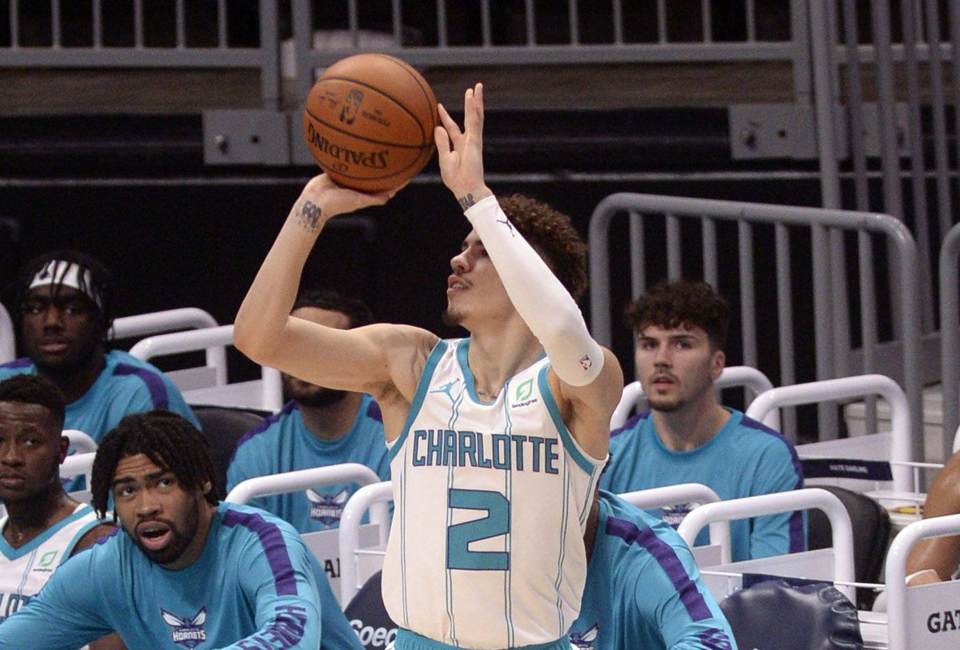 Recap Lamelo Ball Scores His First Points As A Hornet But The Hornets Lose 112 109 At The Hive