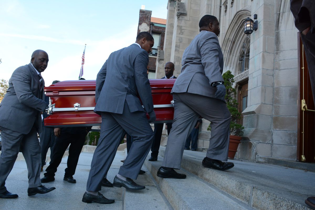 <small><strong> The casket for Tyshawn Lee is carried into St. Sabina Church. | Brian Jackson/ For the Chicago Sun-Times</strong></small>