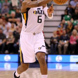 Utah Jazz forward Joe Johnson (6) plays in a basketball game against the Los Angeles Clippers at the Vivant Smart Home Arena in Salt Lake City on Monday, Oct. 17, 2016.