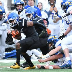Phillips' Fabian McCray (7) gets free from a group of Lake Forest defenders. Worsom Robinson/For the Sun-Times.