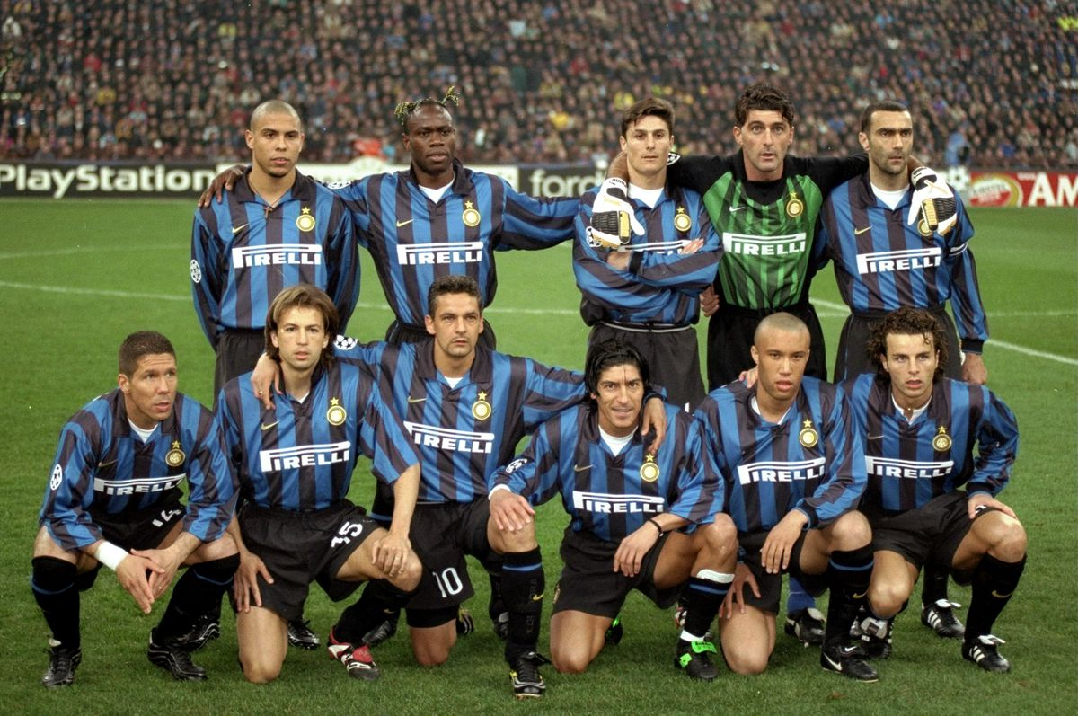 Inter Milan players pose for a group shot