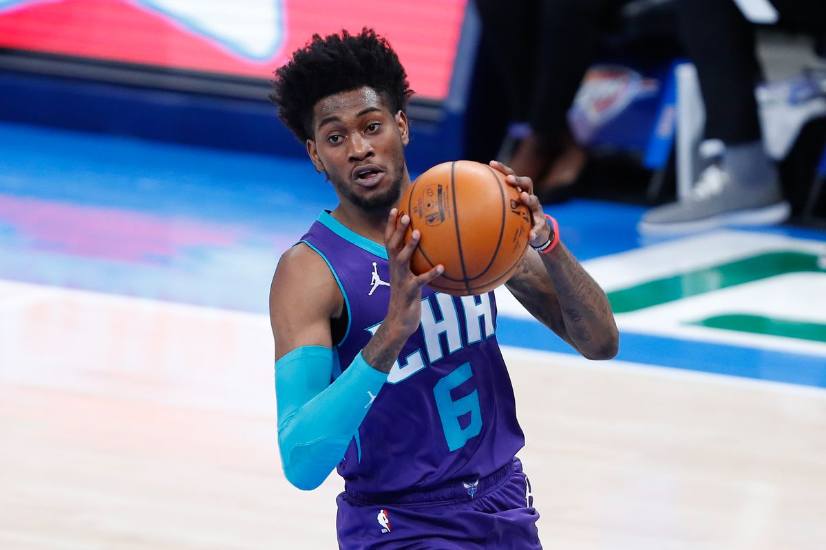 Charlotte Hornets forward Jalen McDaniels drives to the basket against the Oklahoma City Thunder during the third quarter at Chesapeake Energy Arena.