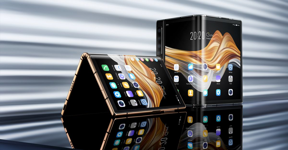Watch a demo of Royole's new folding phone on sale today for roughly $1500 – The Verge