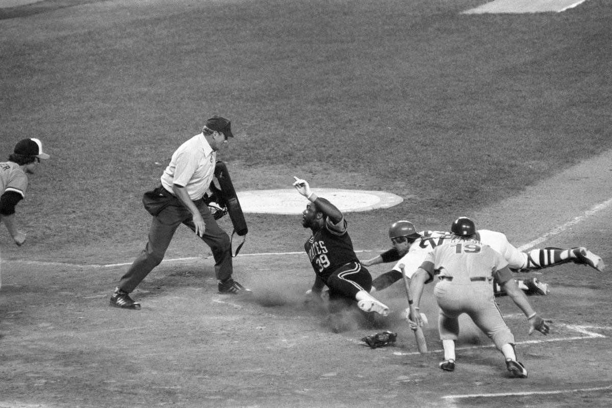Dave Parker Scores from First Base