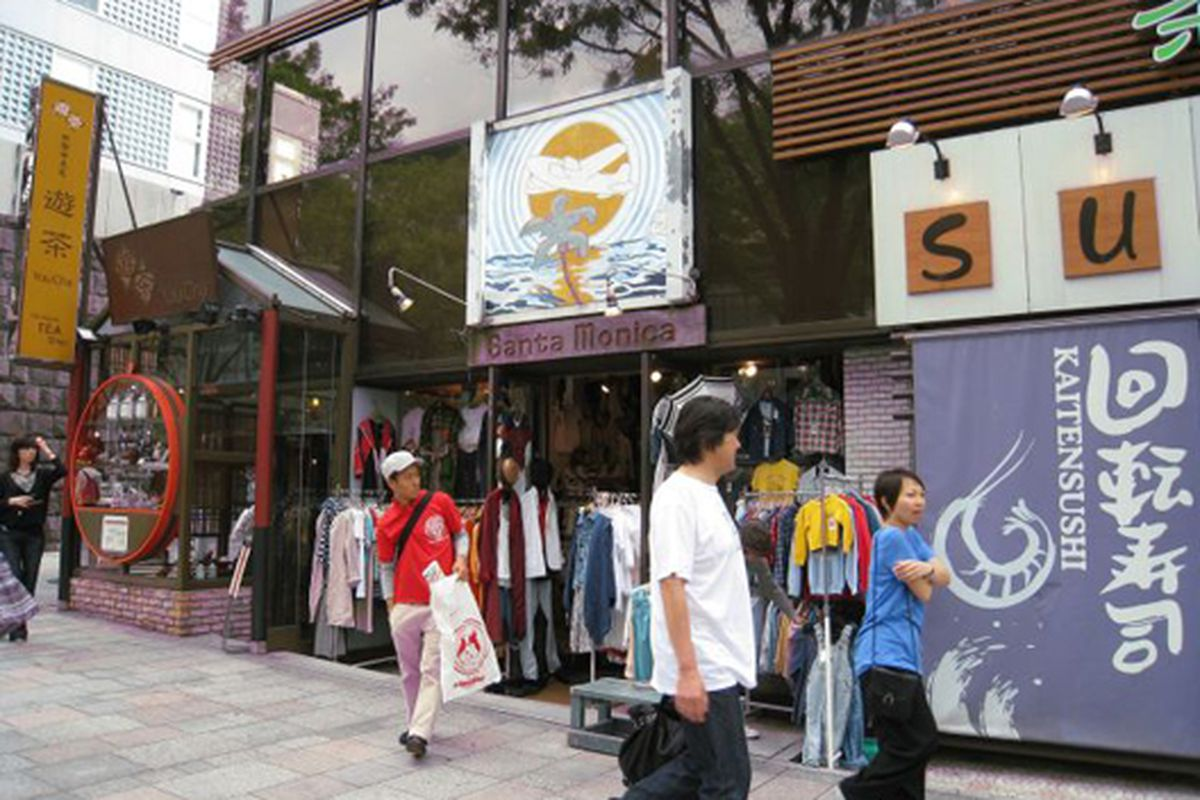"A slice of Santa Monica in Tokyo.  Image via <a href=""http://laist.com/2009/05/12/santa_monica_california_in_tokyo_ja.php"">LAist</a>"