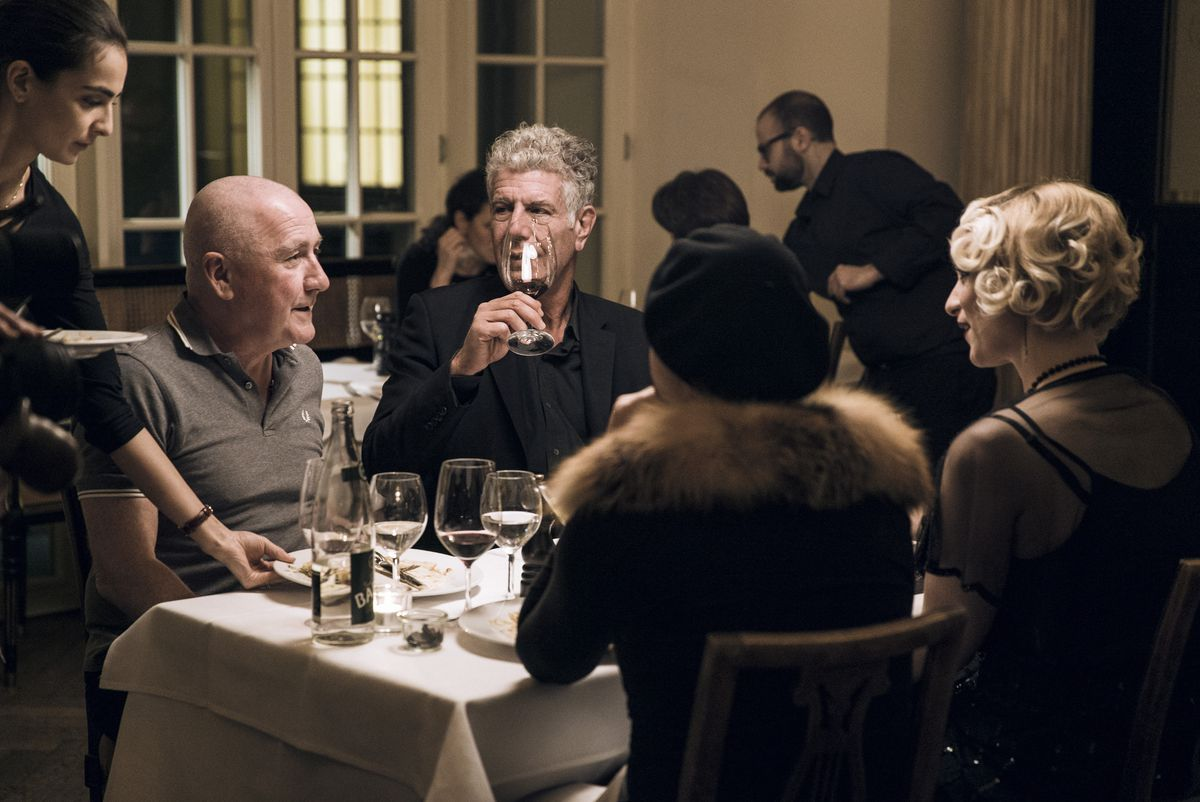 Anthony Bourdain dines with locals in Berlin.