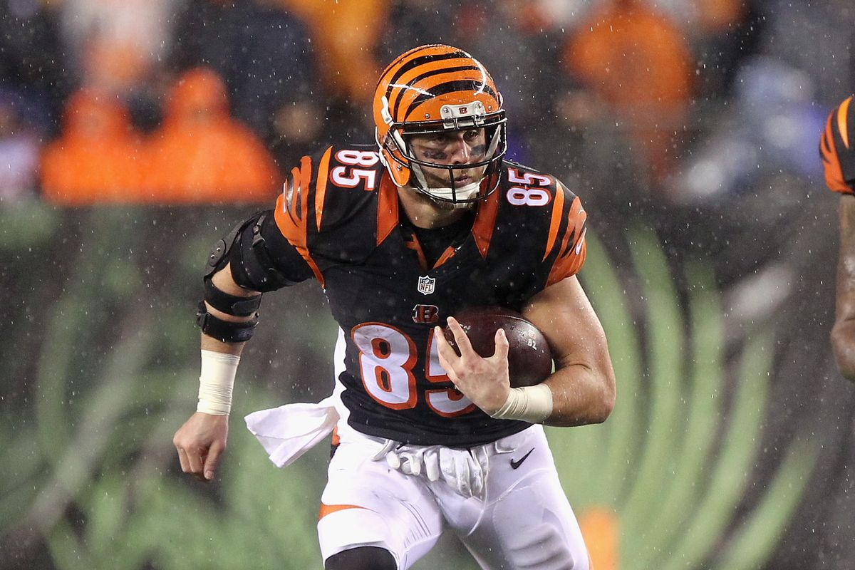 Tyler Eifert working on rehab field during Bengals Friday