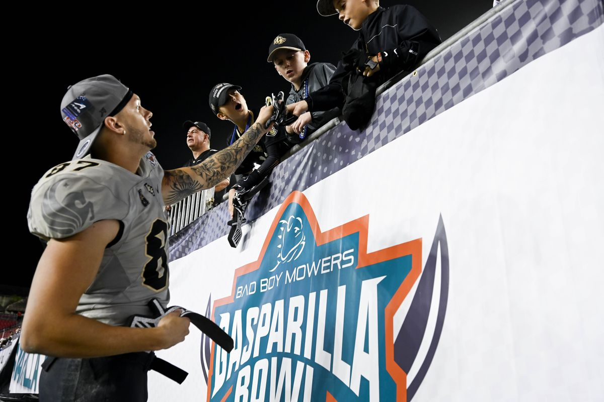 Central Florida Knights wide receiver Jacob Harris (87) hands his game gloves to fans in the stands after the Gasparilla Bowl against the Marshall Thundering Herd at Raymond James Stadium. Mandatory Credit: Douglas DeFelice