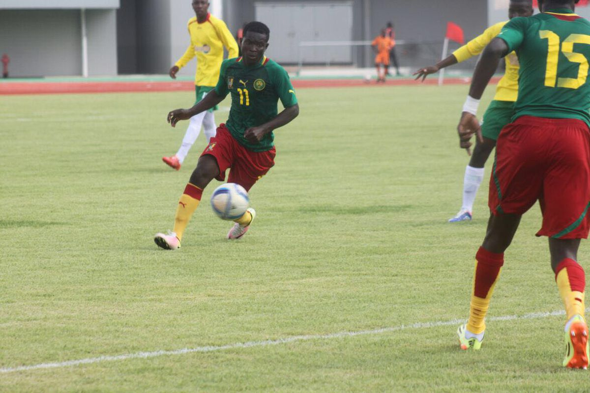 Eric Ayuk dribbles for the Cameroon U20 squad.