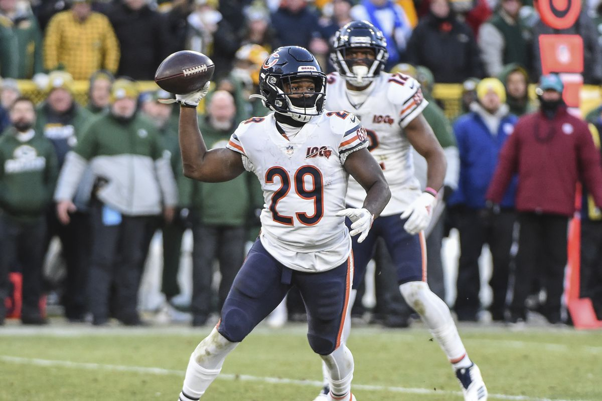 Chicago Bears running back Tarik Cohen attempts a lateral pass on the final play of the game against the Green Bay Packers at Lambeau Field.