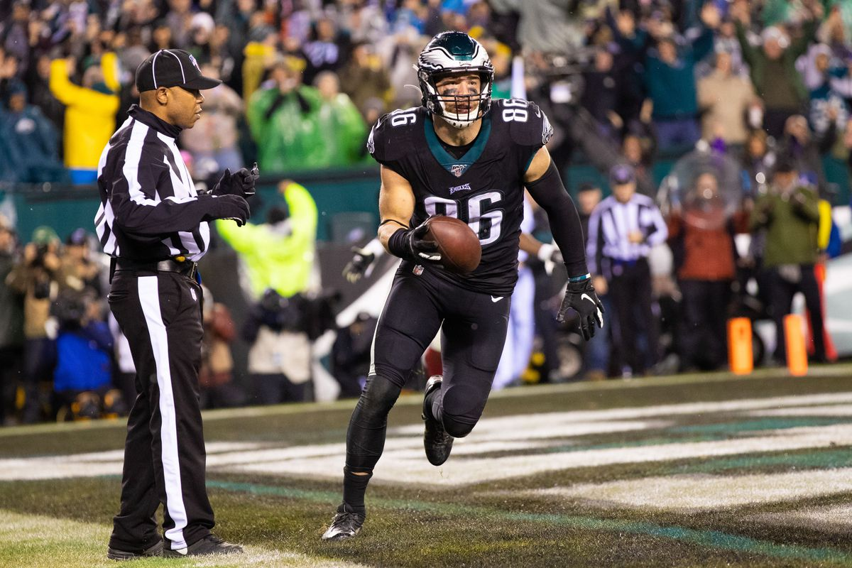 Philadelphia Eagles tight end Zach Ertz makes the game winning touchdown catch in overtime against the New York Giants at Lincoln Financial Field.