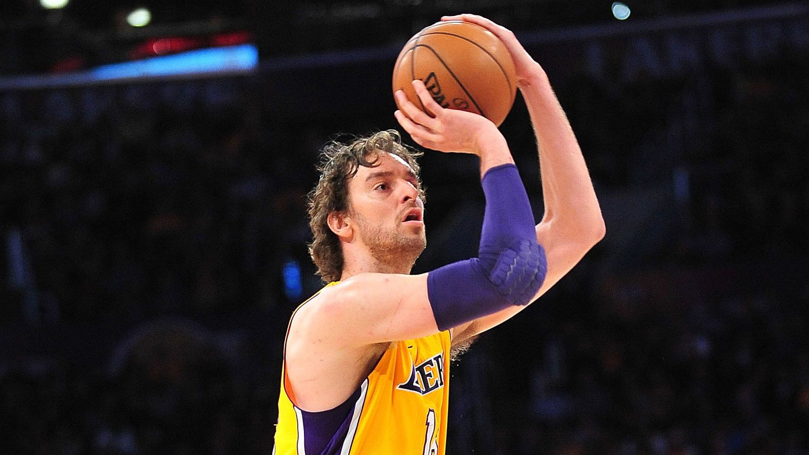 becomes with 10th NBA foreign Pau  born player 15,000 Gasol