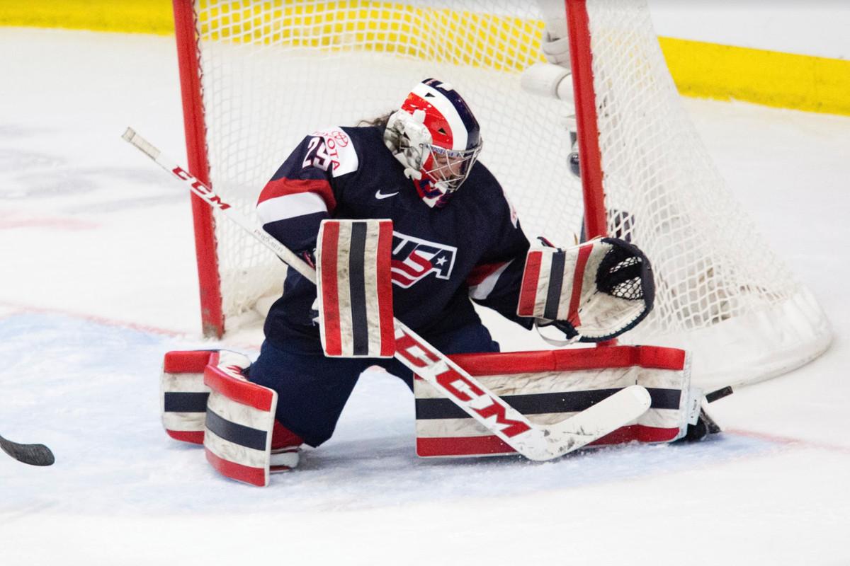 Women S Hockey Top 25 Under 25 Number 12 Nicole Hensley The