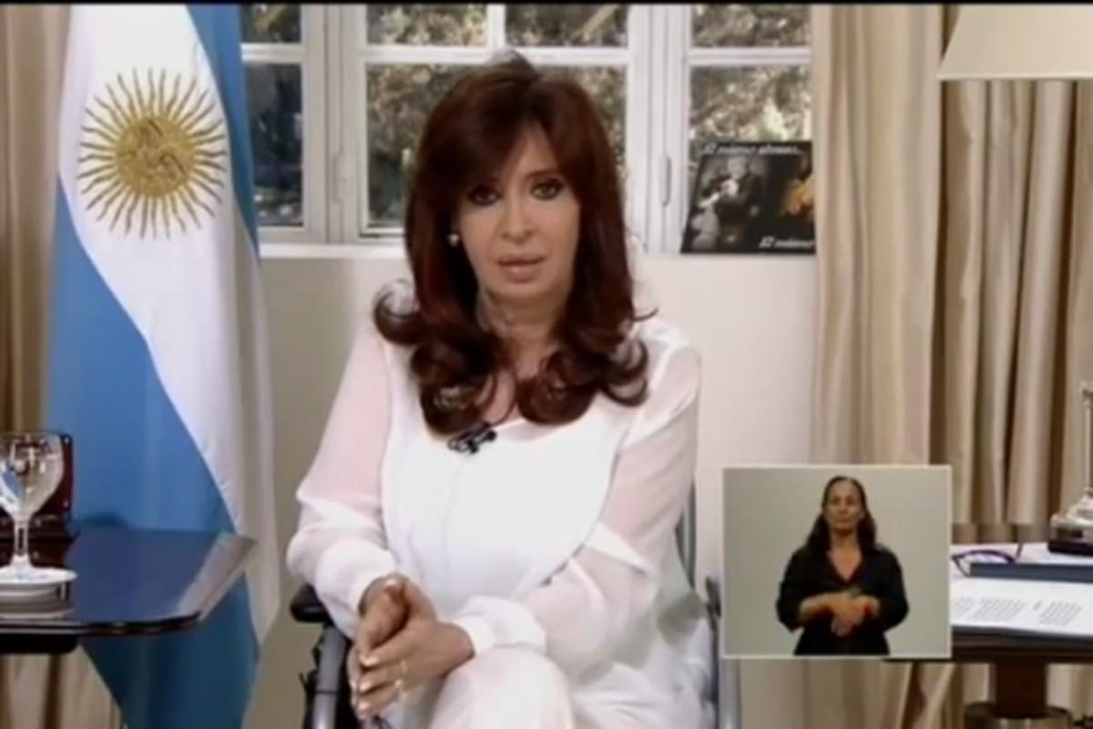 President Kirchner announces the dissolution of Argentina's intelligence agency