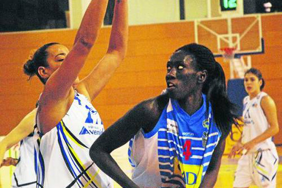 The latest edition of From Long Distance has us in Spain with Regina's pro player Margaret De Ciman. (Le Segre.com)