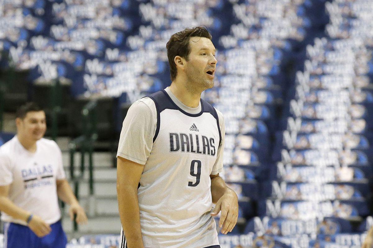 Wow Tony Romo Looks Weird In A Mavs Uniform The Ringer