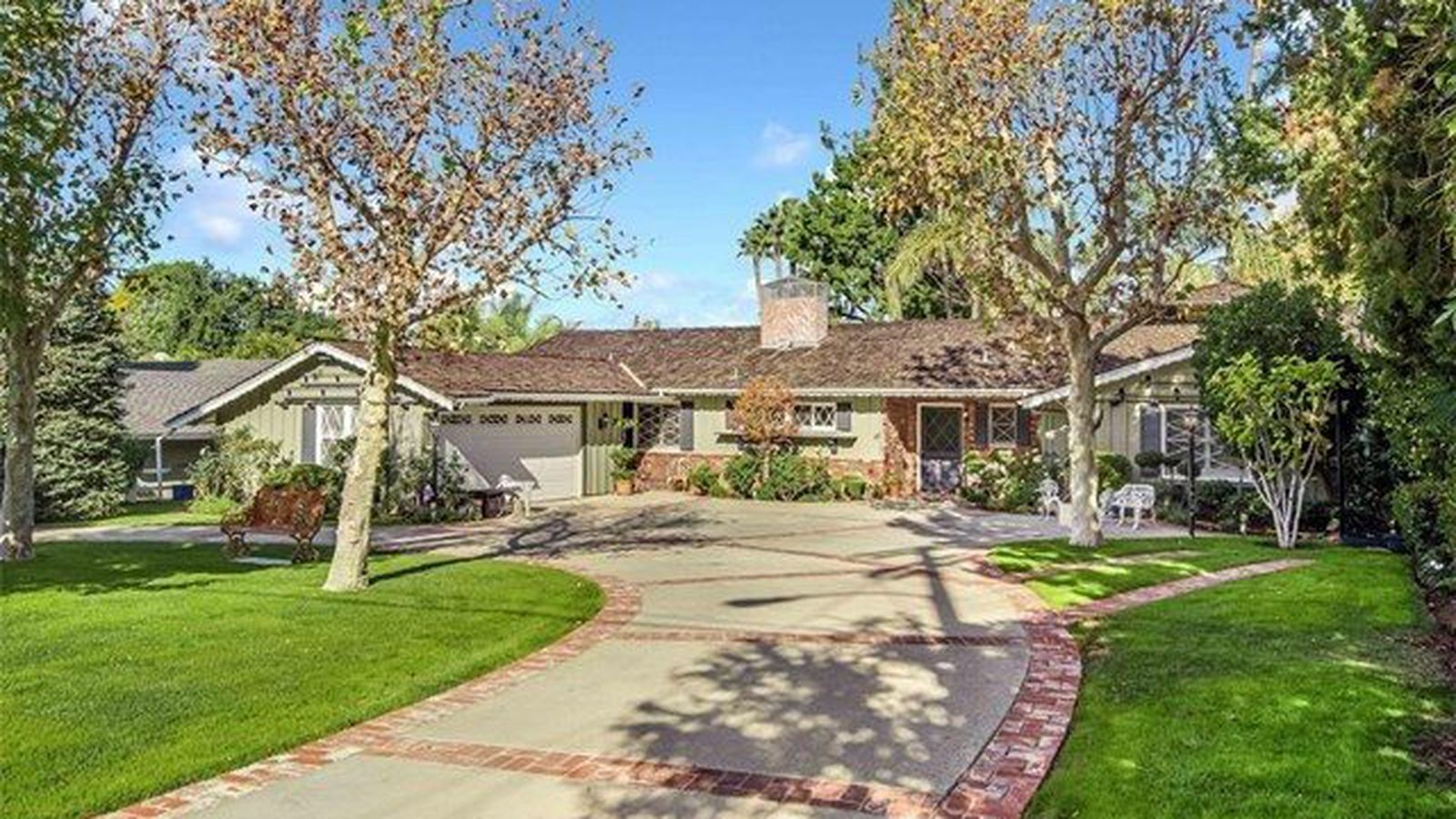 1950s Traditional Ranch In Woodland Hills Asking 999 000