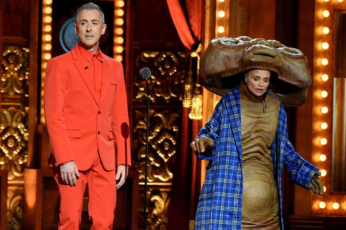 Alan Cumming and Kristin Chenoweth hosted, and you could not say they didn't commit to a bit.