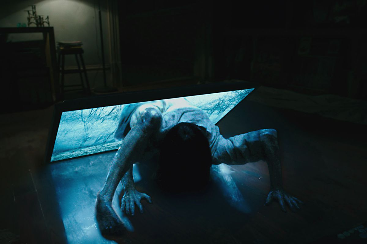 Rings Review The Clunky Horror Sequel Discards Its Best Idea In