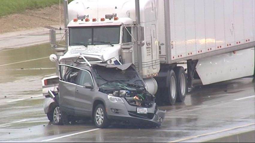 The scene of a fatal Tri-State Tollway crash in Des Plaines on April 30, 2016.   Network Video Productions