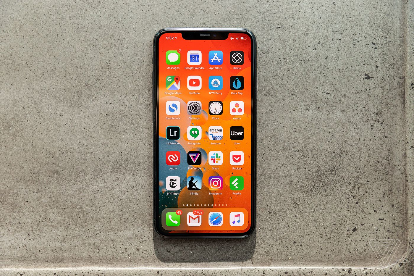 Apple iPhone 11 Pro and Pro Max review: great battery life, screen and  camera - The Verge