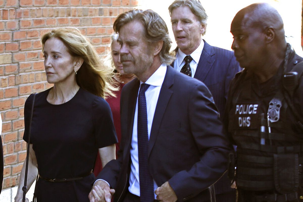 Felicity Huffman arrives at federal court with her husband William H. Macy and her brother Moore Huffman Jr. in Boston