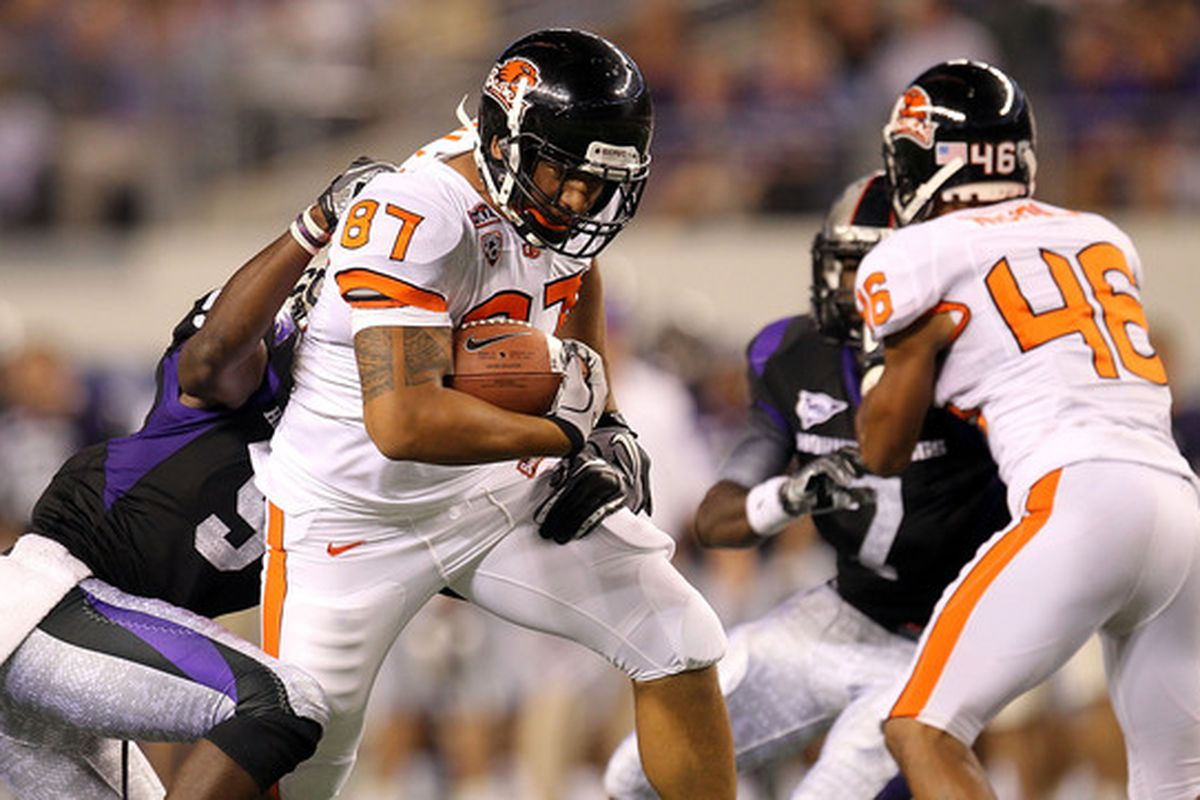 Oregon St. h-back Joe Halahuni (87) runs the ball against Alex Ibiloye #9 of the TCU Horned Frogs at Cowboys Stadium.  Halahuni had only two catches in the game, however. (Photo by Ronald Martinez/Getty Images)