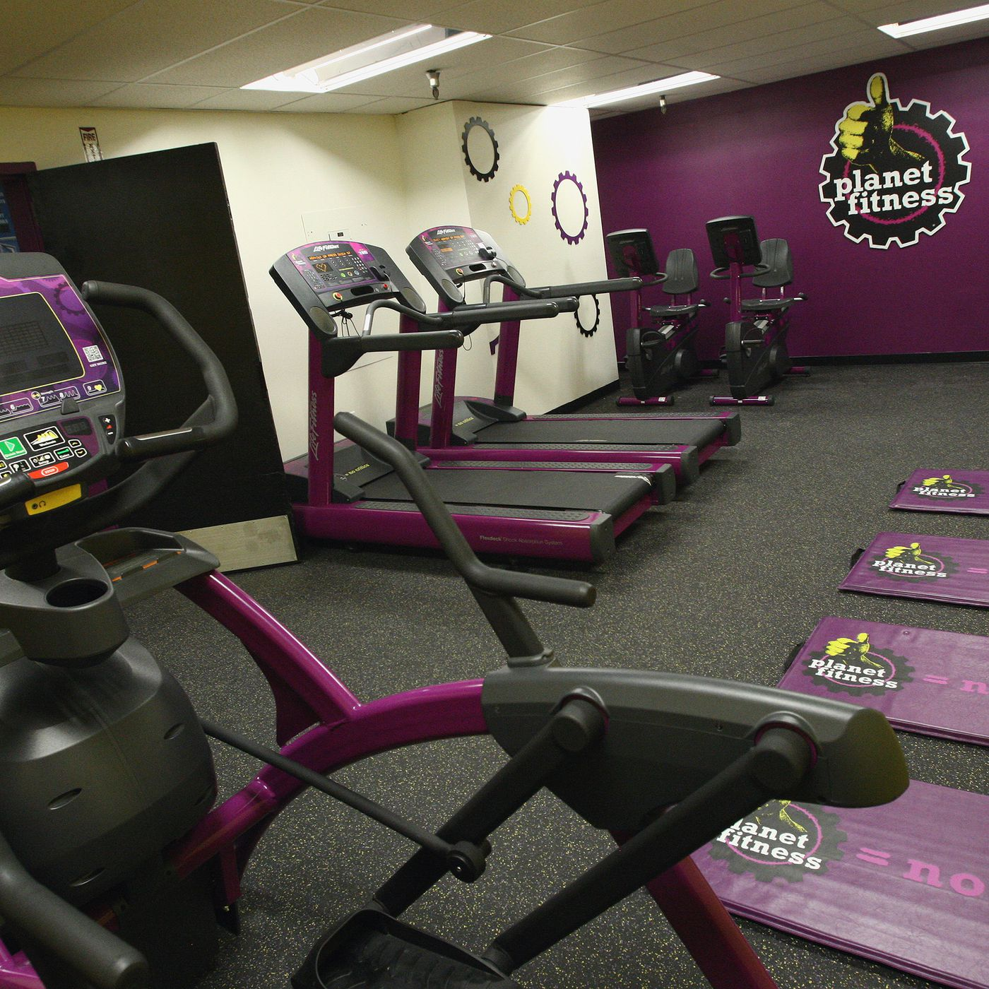 NYC's Chain Gyms: What They Cost and What You Get - Racked NY