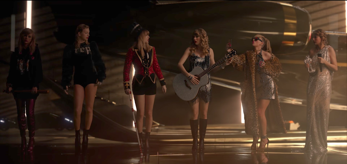 """A still from Taylor Swift's """"Look What You Made Me Do"""" music video"""