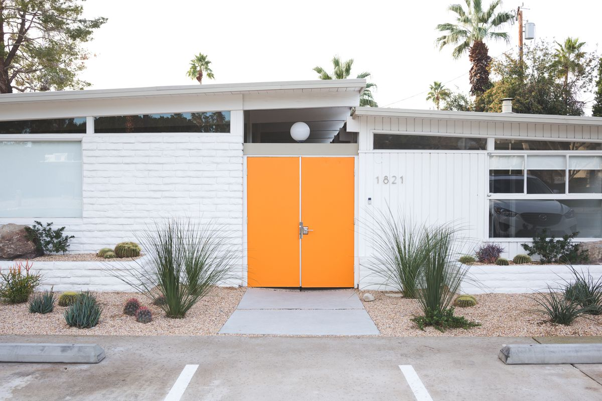 The amado a midcentury modern gem in palm springs is for for New modern homes palm springs