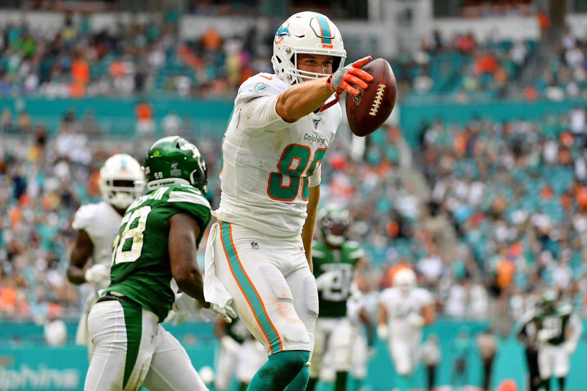 Fantasy football start/sit advice, Week 10: What to do with Mike Gesicki -  DraftKings Nation