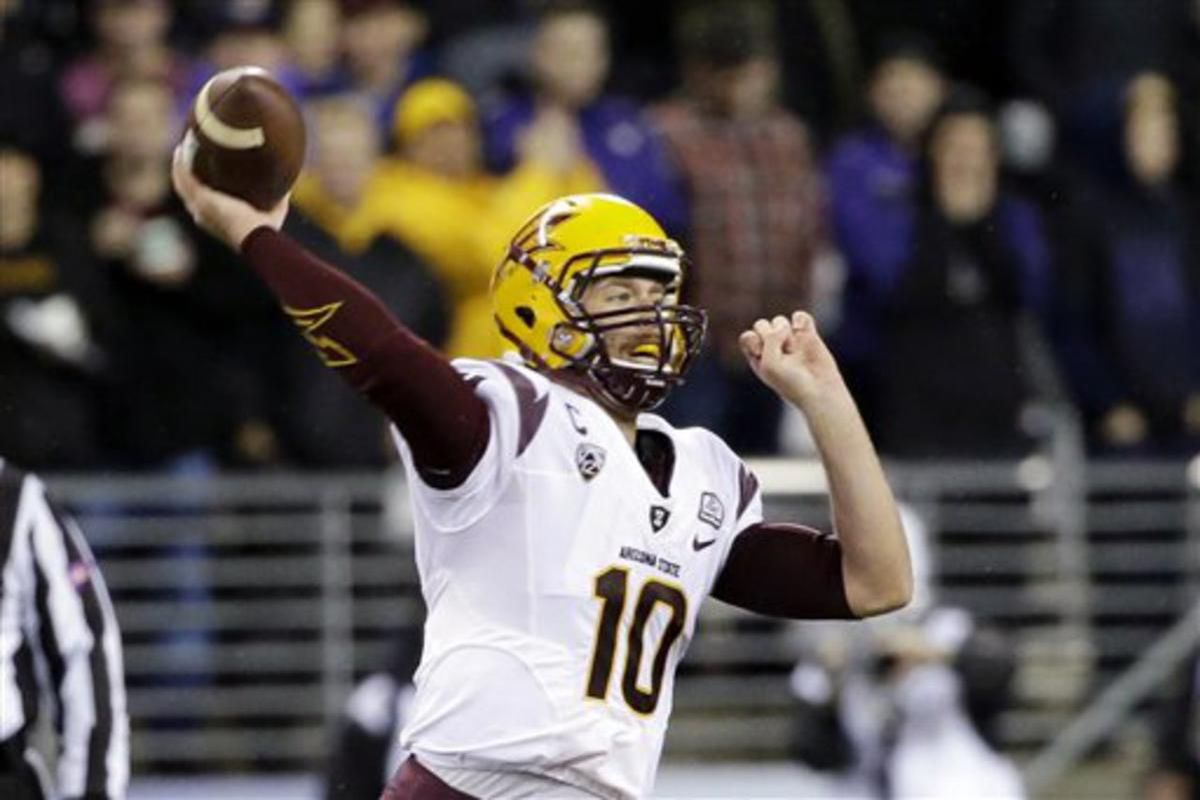 Arizona State quarterback Taylor Kelly passes against Washington in the second half of an NCAA college football game Saturday, Oct. 25, 2014, in Seattle. Arizona State won 24-10. (AP Photo/Elaine Thompson)