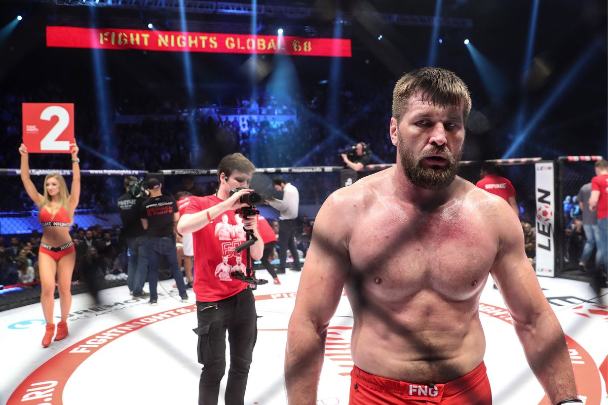 Former Bellator Heavyweight champion Vitaly Minakov puts Tim Johnson to sleep