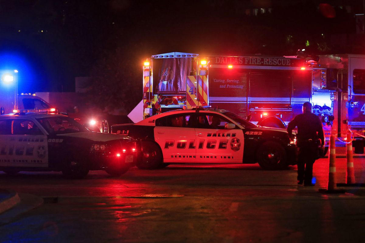 Dallas shooting kills multiple police officers: what we know - Vox