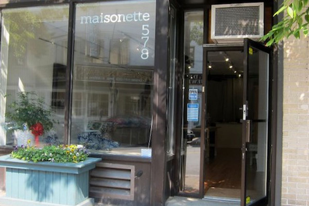 "Maisonette in Hastings-on-Hudson. Photo via <a href=""https://www.facebook.com/photo.php?fbid=457719217581045&amp;set=pb.454766217876345.-2207520000.1361286349&amp;type=3&amp;theater"">Facebook</a>"