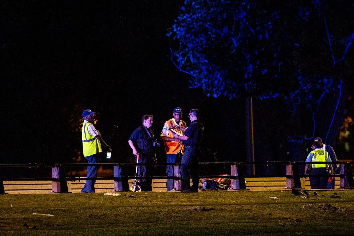 1 dead, 1 critically inured in Lake Shore Drive motorcycle crash: police