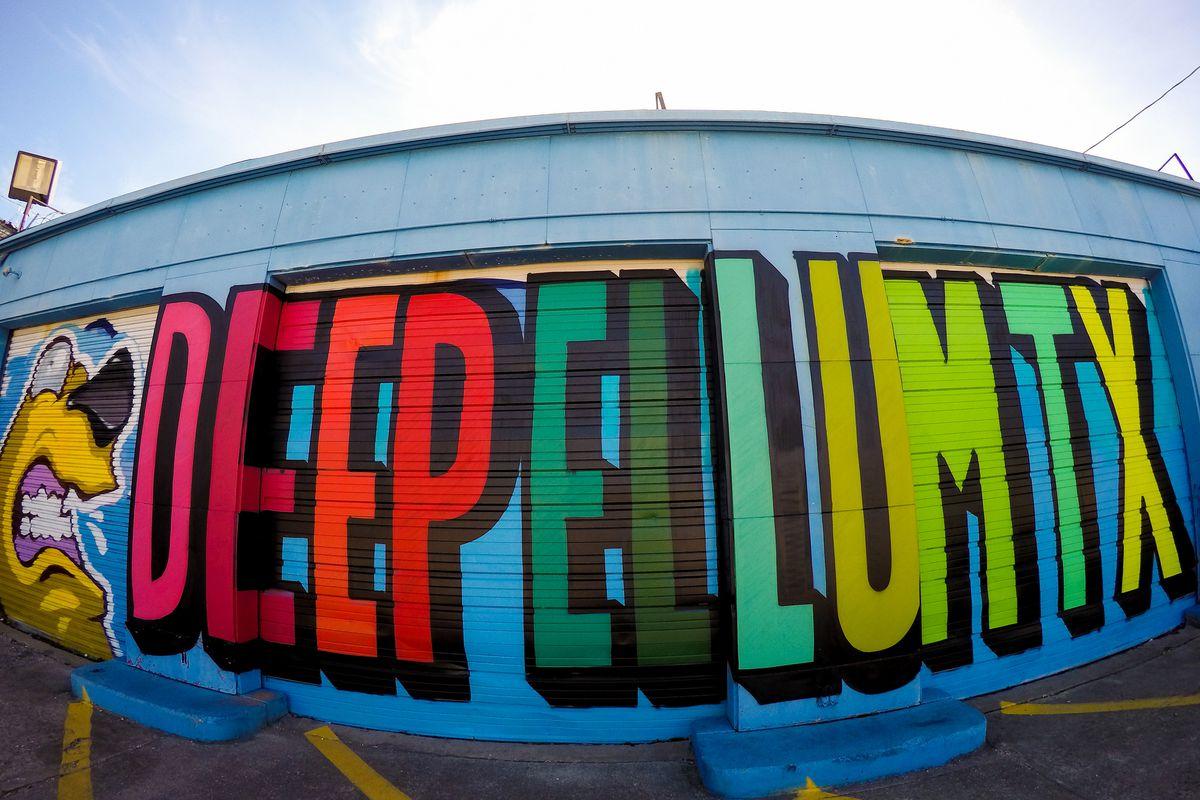 "A mural that reads ""Deep Ellum TX"""
