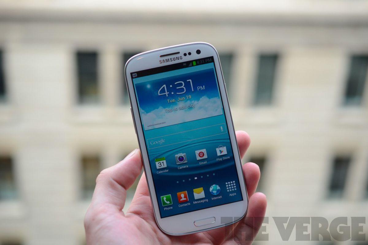 Samsung Galaxy S III Sprint (1024px)