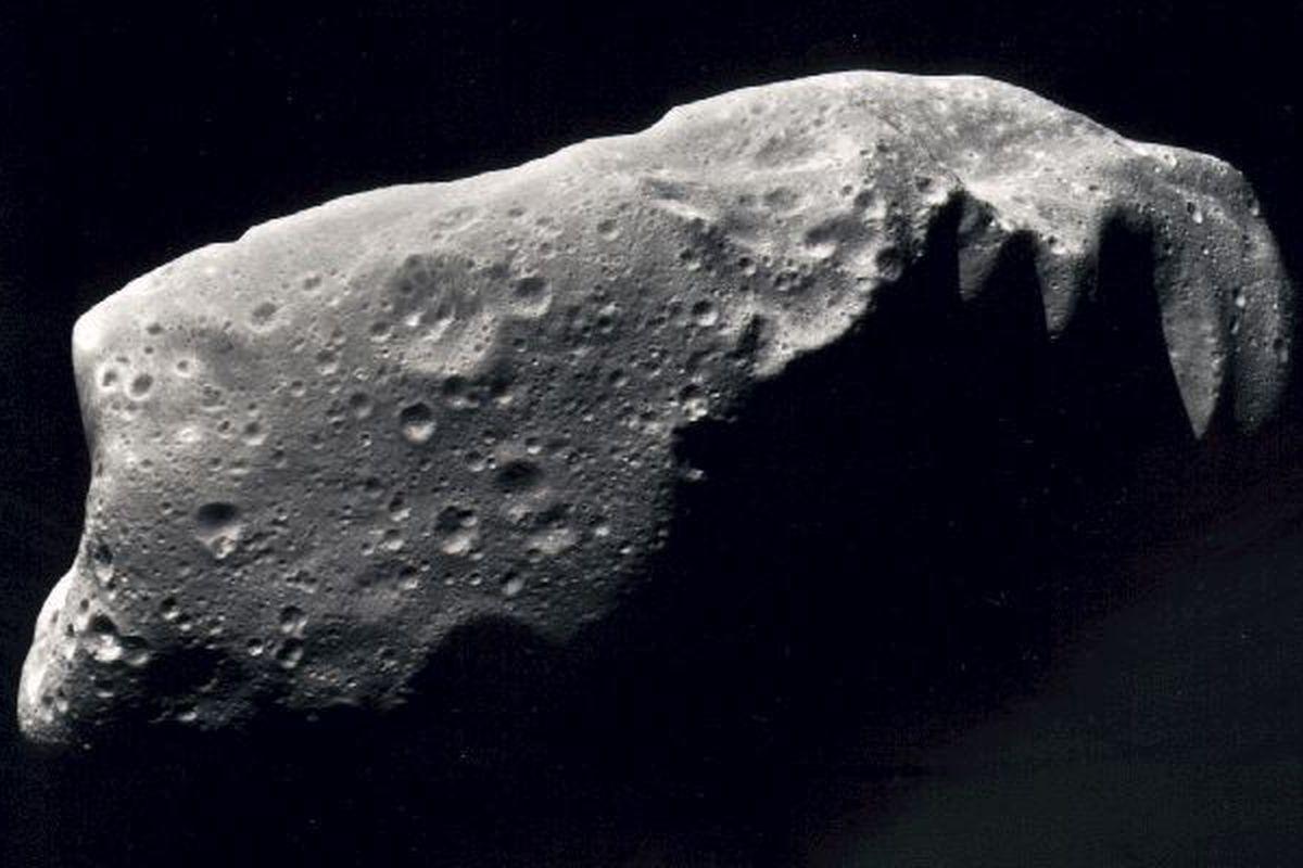 """via <a href=""""http://nssdc.gsfc.nasa.gov/image/planetary/asteroid/ida.jpg"""">nssdc.gsfc.nasa.gov</a>"""