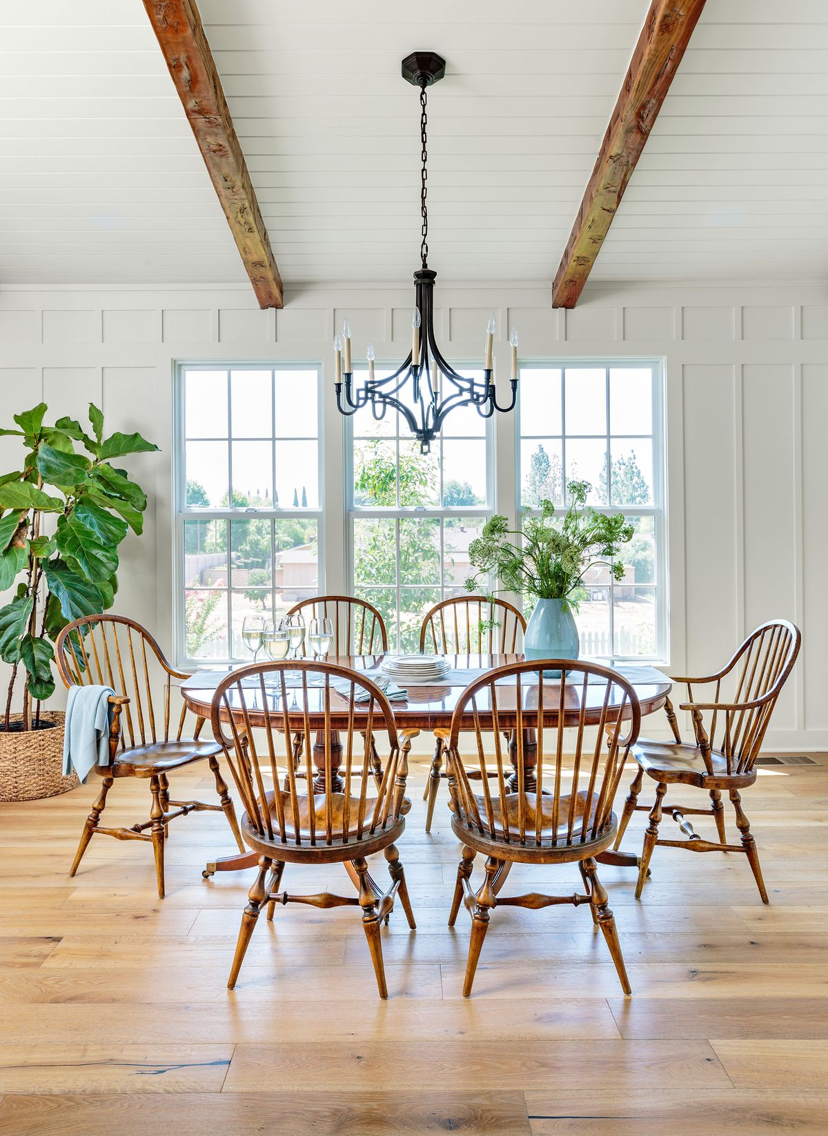 Cape Cod-style house remodel in Los Angeles, CA, dining room